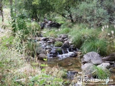 El Pico del Nevero y la Cascada del Chorro - senderistas; pueblos abandonados en madrid